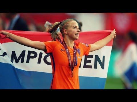 ジャキー・フルーネンの画像がかわいい。オランダの美人サッカー選手