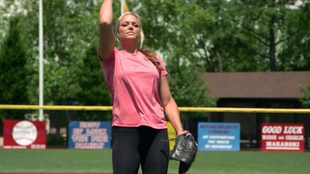 ジェニー・フィンチの画像。ソフトボールの美人投手で野球選手との対決も
