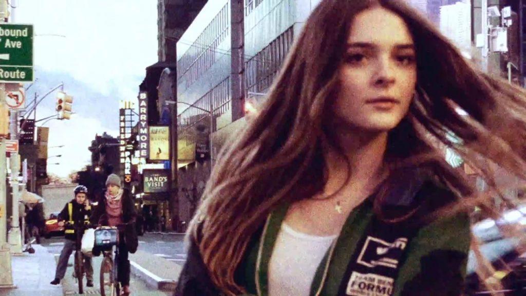 シャーロット・ローレンスの画像がかわいい。女優を母に持つ美人モデル